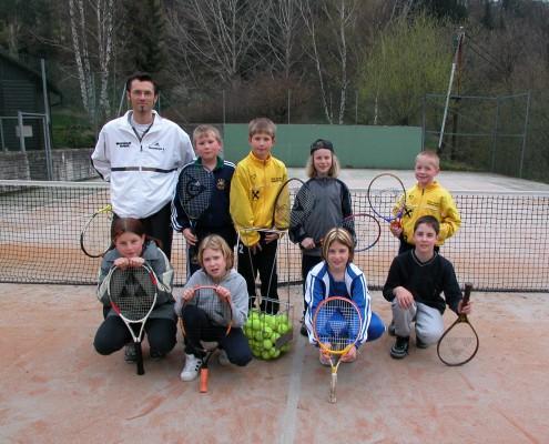 Zwei moderne Plätze stehen allen Tennis-Begeisterten zur Verfügung.
